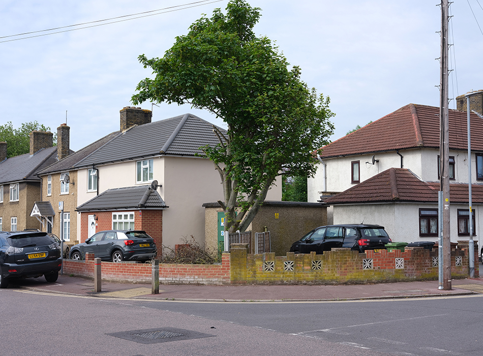 Artist-led Tour of 'The Tree of a Man named Beohha – Becontree now'